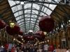 Weihnachtskugeln in Covent Garden