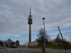 Der Olympiaturm zwischen Olympiahalle und Olympiaschwimmbad