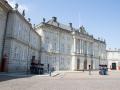Wachen stehen sich gegenüber am Schloss Amalienborg