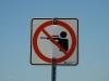 Nicht schießen Schild auf dem Radweg
