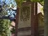 Rechter Pfeiler des Tores nach Harvard