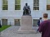 Statue von John Harvard