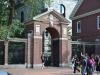 Seiteneingang zu Harvard
