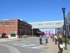 Vor dem Hafengebäude Halifax
