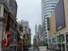 Blick auf die Einkaufstraße Torontos