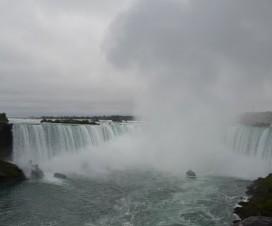 Aufsteigends Wasser an den Niagara Fällen