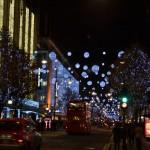 Weihnachtsschmuck in London bei Nacht