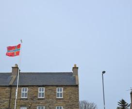 Flagge der Orkney Inseln im Wind