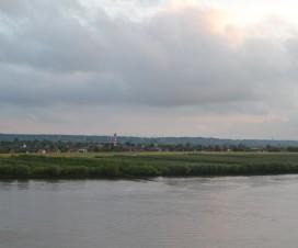 Blick von der Mein Schiff 1 auf das Elbeufer