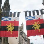 Flaggen Schottlands und Edinburghs