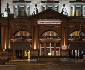 Waldorf Astoria The Caledonian bei Nacht