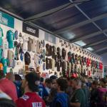 Merchandise Shop der NFL im Zelt vor dem Wembley Stadion