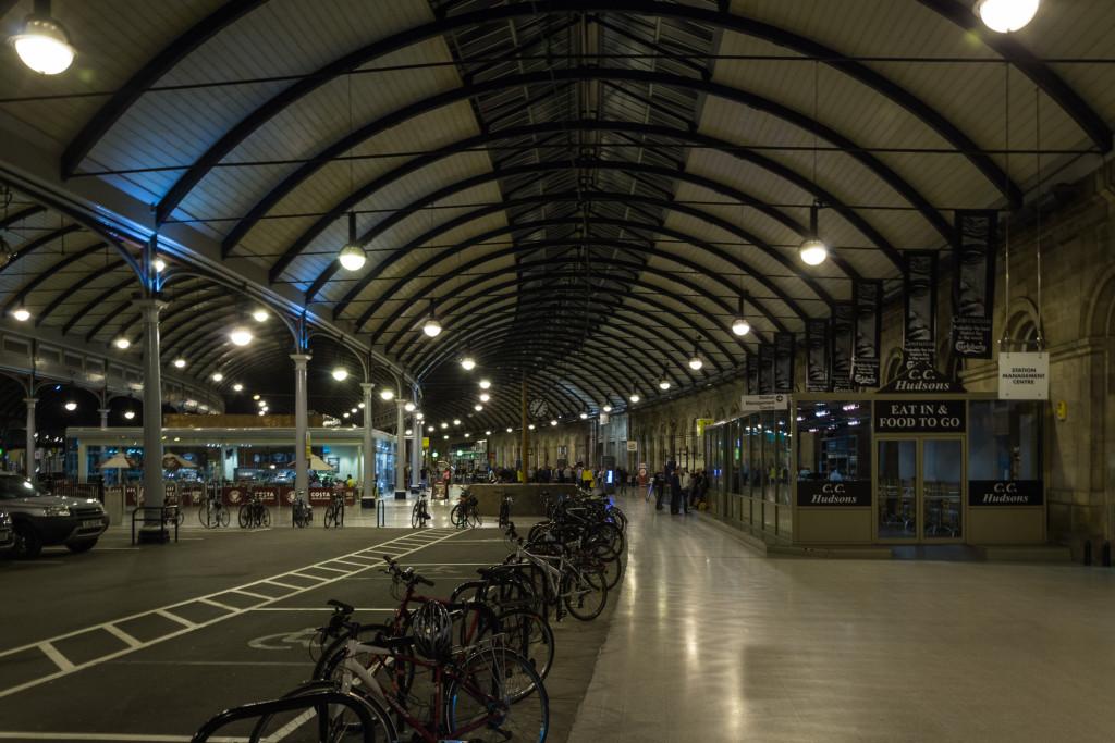 Newcastle Bahnhof bei Nacht