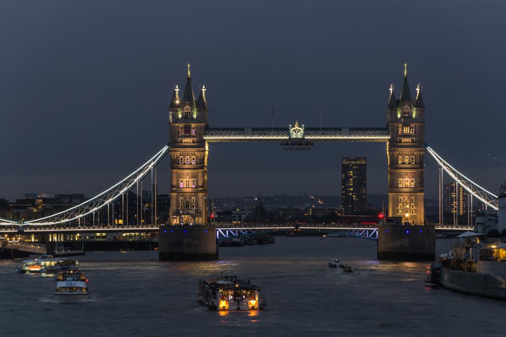 Tower Bridge London bei Nacht