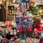 Weihnachtsdekorationsartikel zu kaufen auf dem Nürnberger Christkindlesmarkt