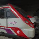 renfe Zug im Barcelona - Vom Flughafen in die Stadt