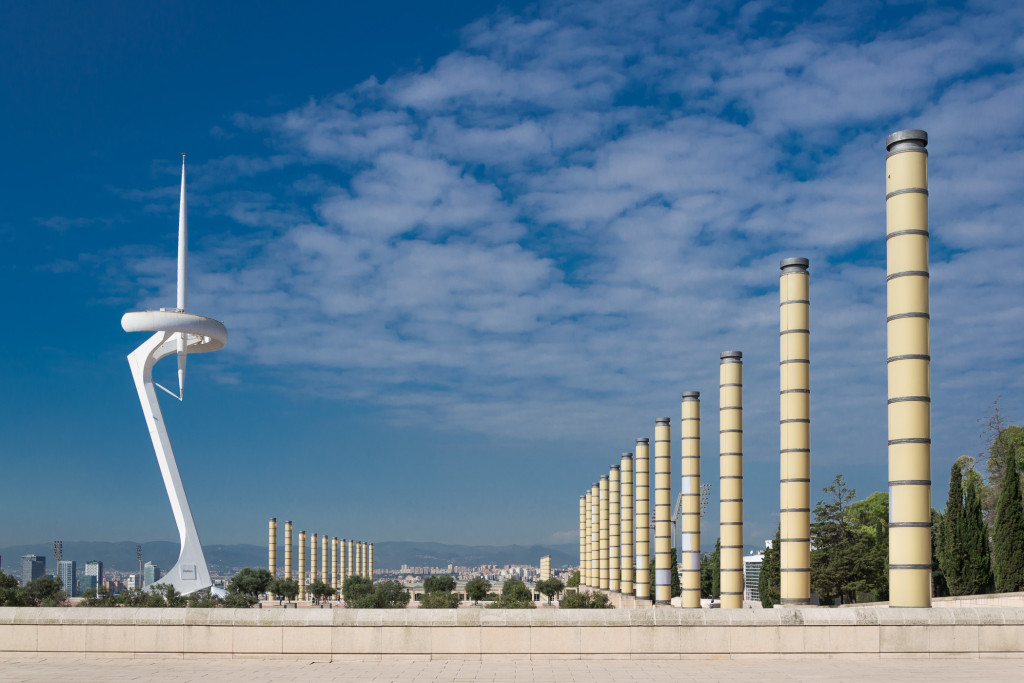 Torre de Comunicacions de Montjuïc und Olympiastadion Vorplatz