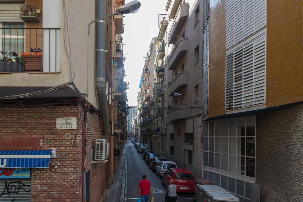 Schmale Gasse am Hafen Barcelonas