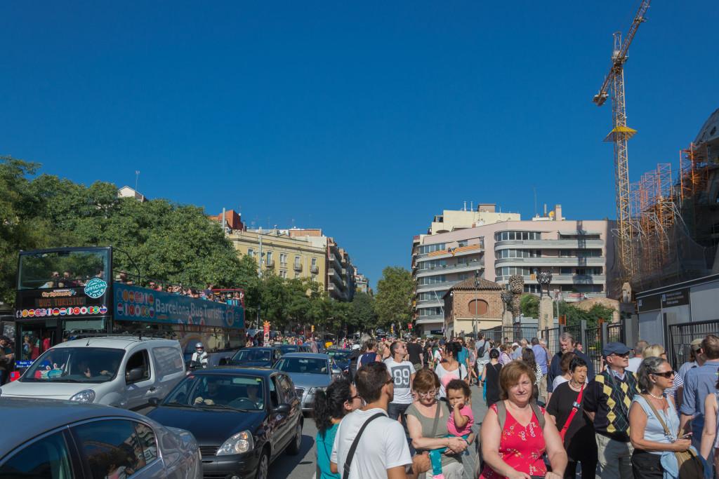 Straße vor der Sagrade Familia