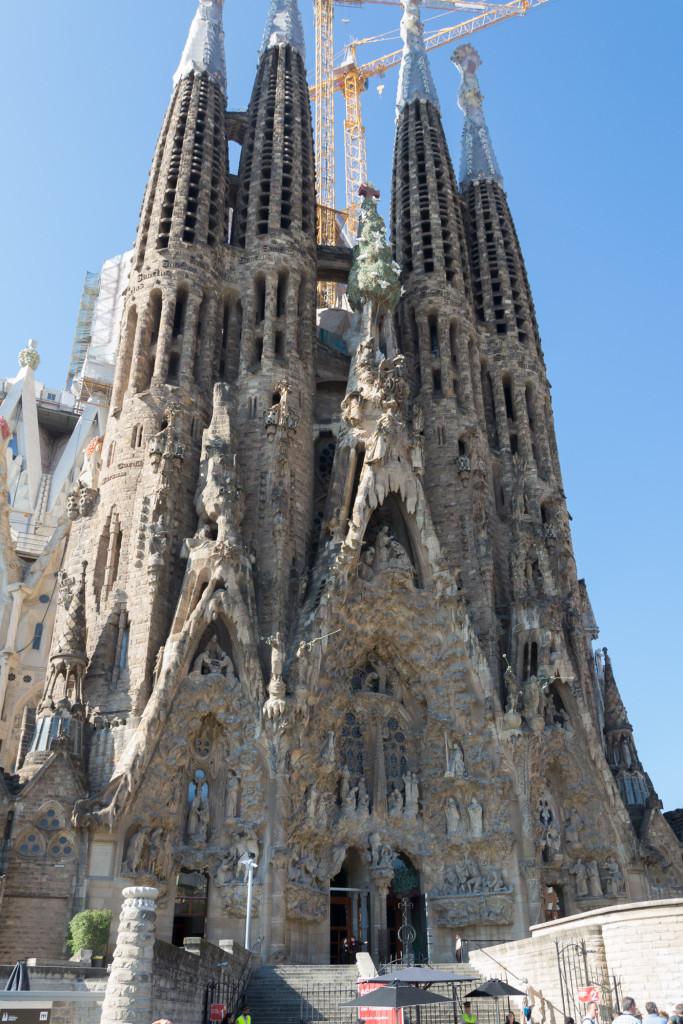 Direkt vor der Sagrada Familia