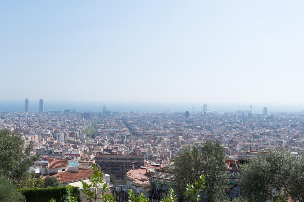 Panorma Barcelonas von Park Güel bis zum Meer