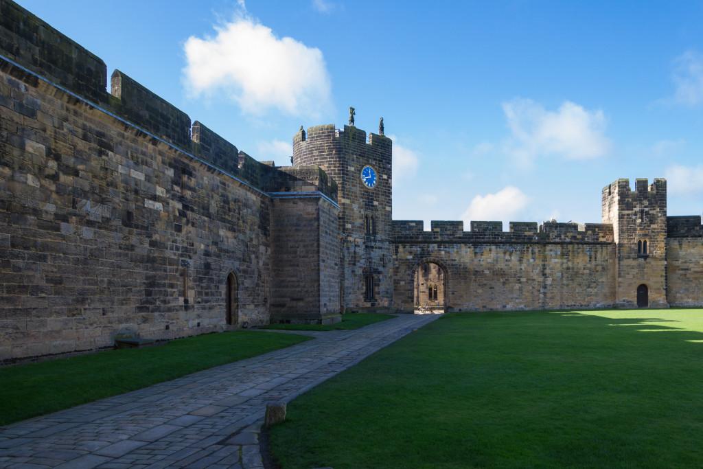 großer Innenbereich von Alnwick Castle