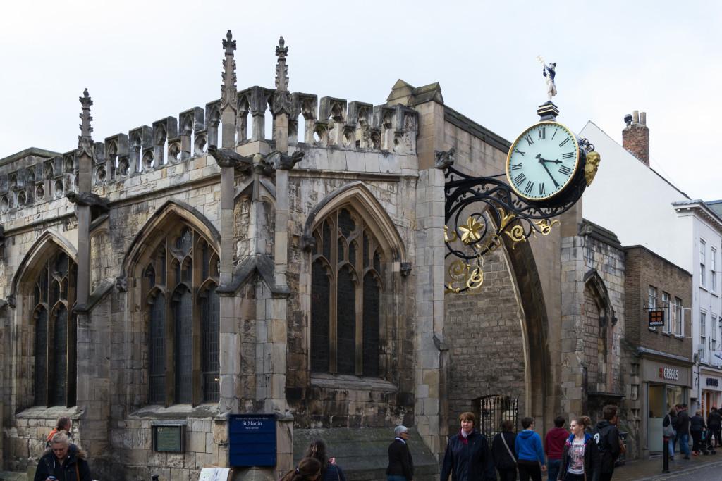 Freihängende Uhr in York