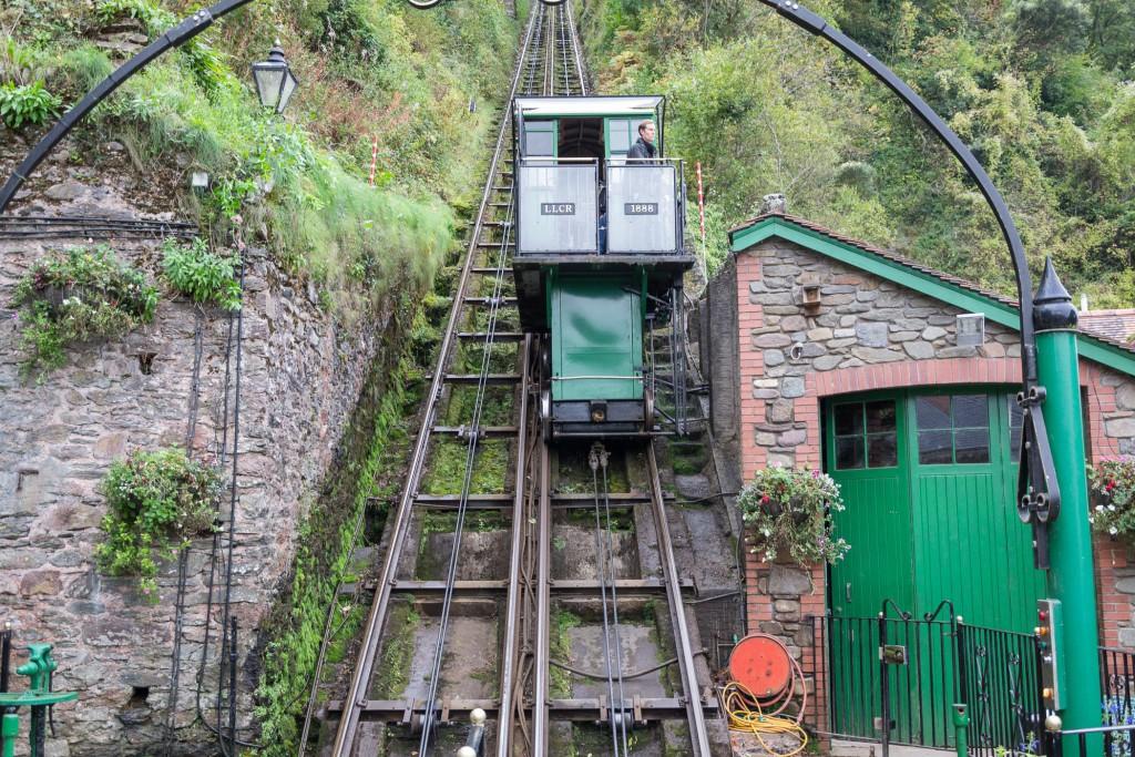 Lynton & Lynmouth Cliff Railway von vorne