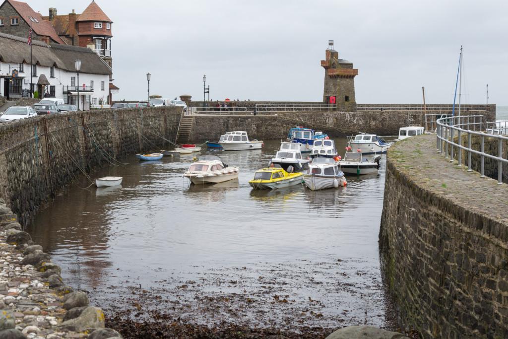 Das Wasser ist wieder da! - Boote in Lynmouth schwimmen wieder