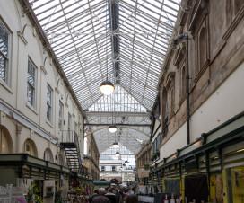 Shoppen in Bristol - St Nicholas Market kleiner Markt mit Essen und kleinen Händlern. Auch bekannt aus Being Human.