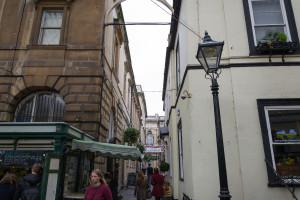 Schmalle Gasse beim St. Nichalos Market in Bristol Platz 1 der Top 3 Reiseziele im Vereinigten Königreich
