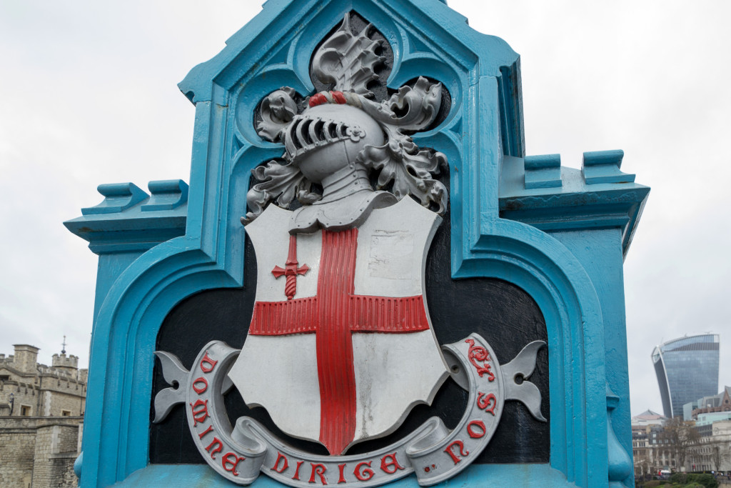 Wappen an der Tower Bridge