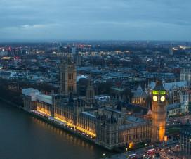 Big Ben leuchtet in Londons Nacht