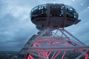 besondere London Eye Fahrt - Kapsel mit vielen Besuchern