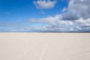 Wüste? Nein Nordseestrand mit Fahrspuren - Reisejahr 2015