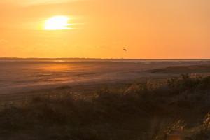 Sonne geht unter am Nordseestrand