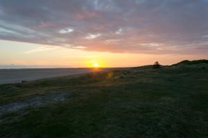 Die Sonne taucht ins Nordseewasser
