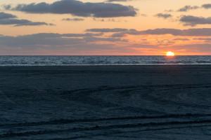 Sonne halb in der Nordsee