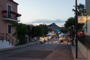 Nachtmarkt in Cannigione