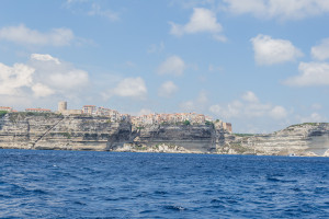 Kreidefelsen von Korsika, Bonifacio sitzt oben auf