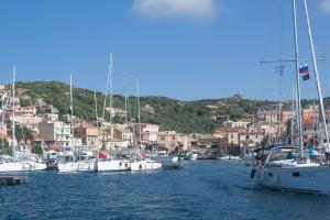La Maddalena - Hafen in der Sonne