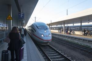Einfahrt des ICE in Mannheim