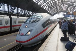 Einfach des ICE International nach Brüssel
