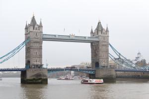 Tower Bridge London im Nieselregen