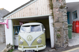 Alter VW Bus in Mousehole