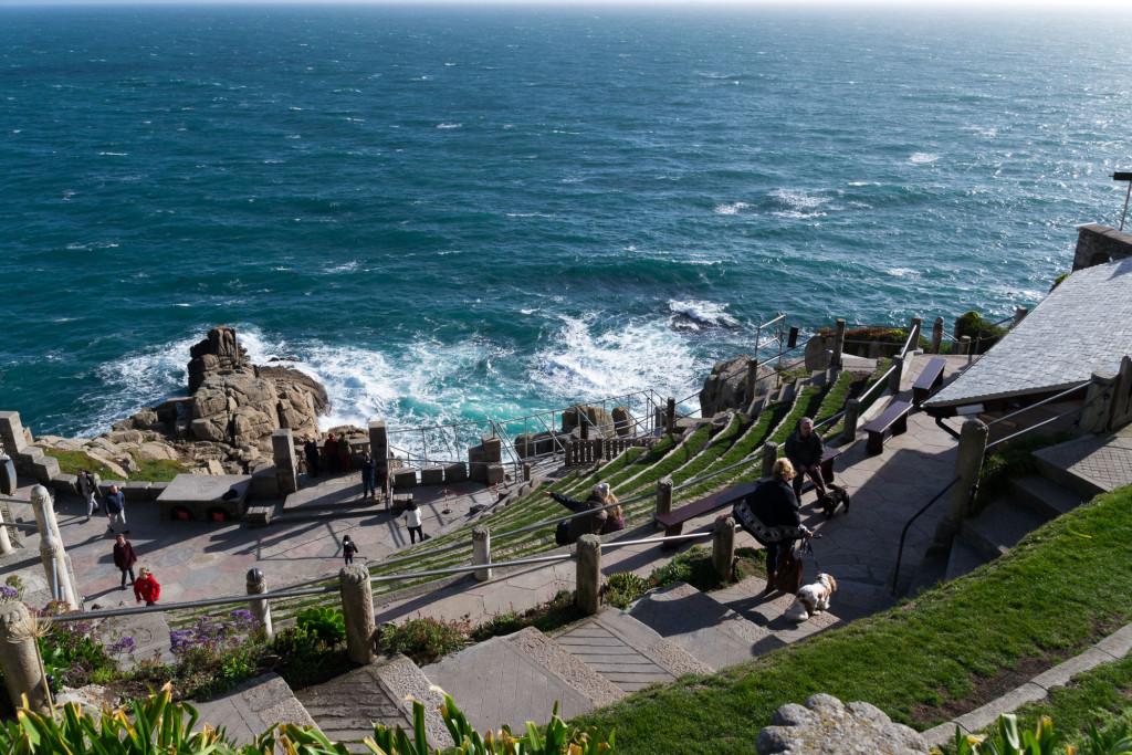 Minack Theatre - Direkt an der Küste mit dem Meer als Kulisse