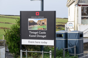 Schild: English Heritage Tintagel Castle