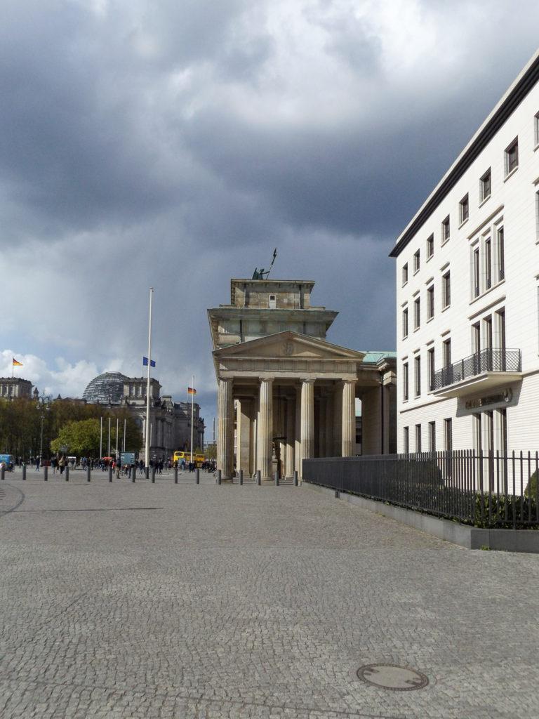 Brandenburger Tor von der Seite