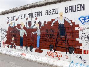 Viele Mauern abbauen - East Side Gallery