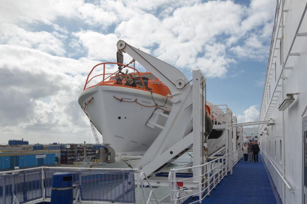 Rettungsboote und Gangway auf der Princess Seaways